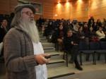 Charla del Dr. Herman Van de Velde en el auditorium Ernesto Livacic de la UMAG
