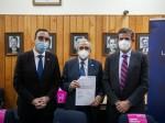 De-izq-a-derecha-gobernador-Jorge-Flies-rector-Juan-Oyarzo-y-representante-HI-Juan-José-Gana